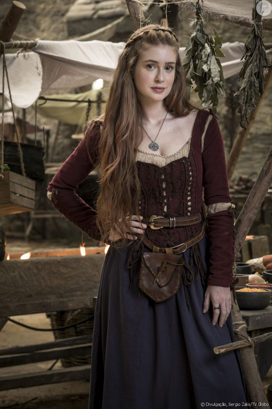 Amália (Marina Ruy Barbosa) volta a ter atitudes heróicas nas mudanças pelas quais está passando a novela 'Deus Salve o Rei'