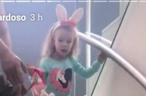 Filha de Rafael Cardoso se encanta ao seguir 'pegadas' do coelho da Páscoa. Veja