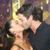 Isis Valverde festeja dois anos ao lado do namorado, André Resende, em viagem