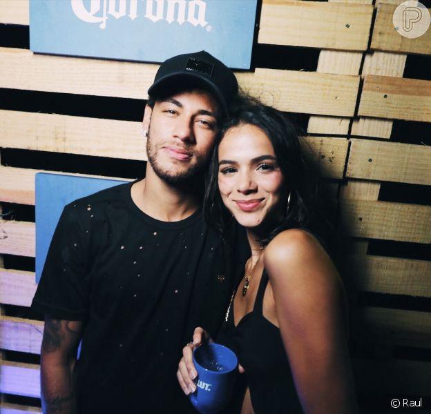 Bruna Marquezine e Neymar passaram o domingo, 1 de abril de 2018, juntinhos na mansão do atleta em Mangaratiba, na Costa Verde do Rio de Janeiro