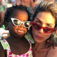 Estilo em família! Títi apostou no gatinho lolita em foto na praia com a mãe, Giovanna Ewbank
