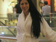 Simaria, irmã de Simone, explica roupão durante passeio em shopping: 'Frio'