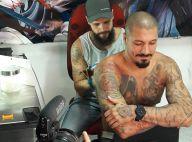 Fernando Medeiros faz tatuagem nas costas em homenagem ao filho: 'Especial'