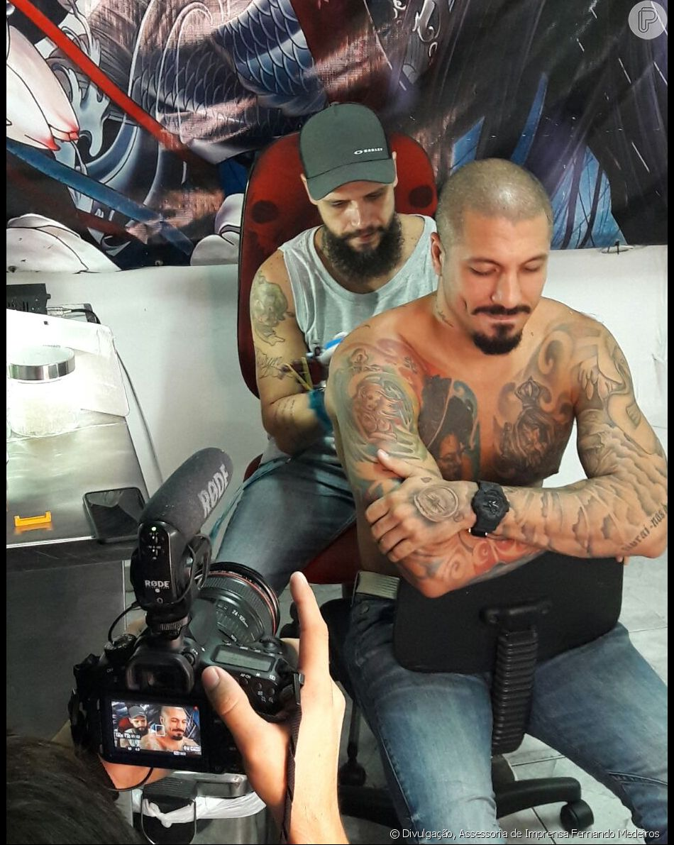 Ex Bbb Fernando Medeiros Homenageia Filho Com Tatuagem Nas