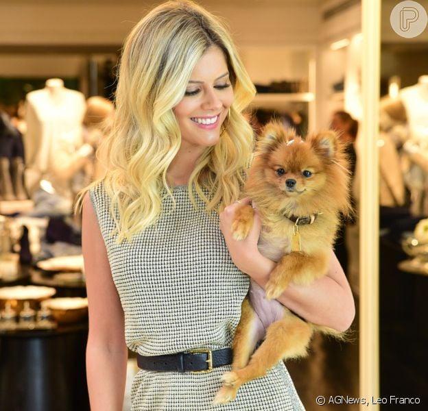 Lala Rudge levou sua cachorrinha, Gigi, para o lançamento da coleção Fall in Love, da marca Le Lis Blanc, em São Paulo, nesta quinta-feira, 5 de abril de 2018