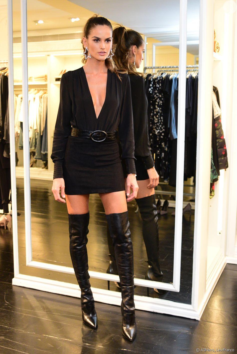 A Modelo Izabel Goulart Investiu Na Combinação De Vestido E