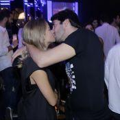 Kaká troca beijos com namorada, Carol Dias, em show de Jorge e Mateus. Fotos!