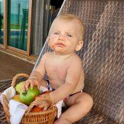Karina Bacchi mostra o filho, Enrico, comendo frutas e encanta a web: 'Lindão'