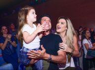 Mirella Santos e Ceará levam filha, Valentina, para assistir musical infantil