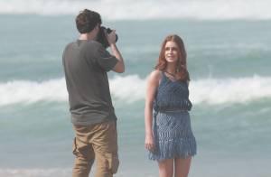 Marina Ruy Barbosa posa para ensaio fotográfico em praia carioca