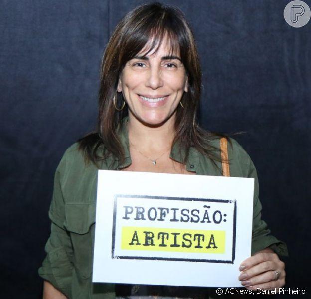 Gloria Pires se reúne em protesto contra o fim do DRT para profissionais das artes: 'Não ao retrocesso. Viva a cultura e a arte'