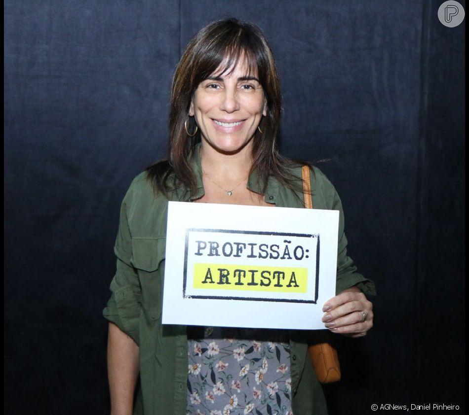 Gloria Pires se reúne em protesto contra o fim do DRT para profissionais das artes: ' Não ao retrocesso. Viva a cultura e a arte'