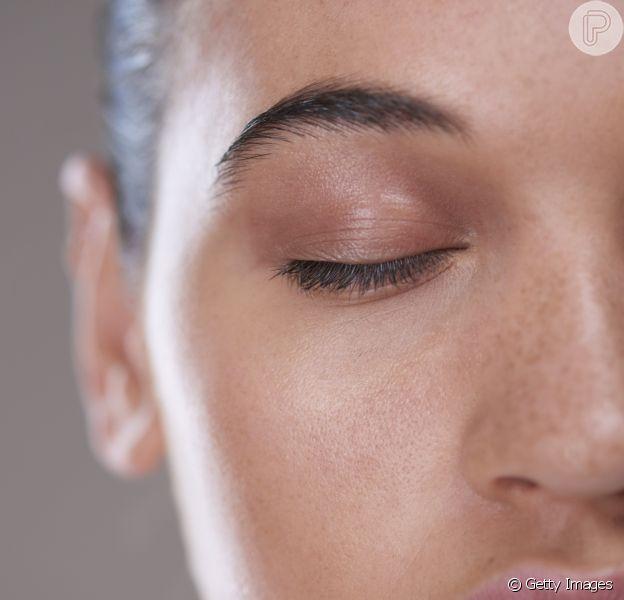 Apesar de deixar a impresão de pele engordurada, a oleosidade é importante e pode ser controlada quando excessiva. A dermatologista Lilia Guadanhim ensina truques para lidar com e pele oleosa