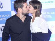 Daniel de Oliveira ganha beijo de Sophie Charlotte ao lançar 'Aos Teus Olhos'