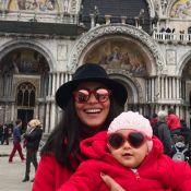 Na Itália para filme, Carol Castro festeja 8 meses da filha: 'Parceirinha'