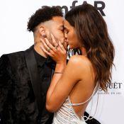 Neymar beija Bruna Marquezine e arremata joia para a namorada em leilão de gala