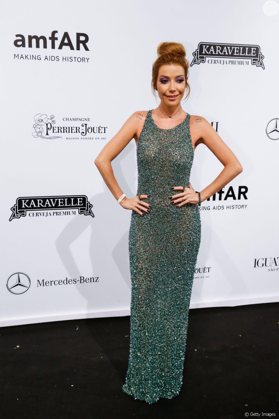 Luiza Possi com vestido Fabiana Milazzo no baile de gala amfAR, realizado em São Paulo, na noite desta sexta-feira, 13 de abril de 2018
