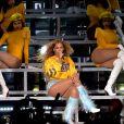 ' Era para eu ter me apresentado antes, mas acabei ficando grávida', disse Beyoncé aos fãs