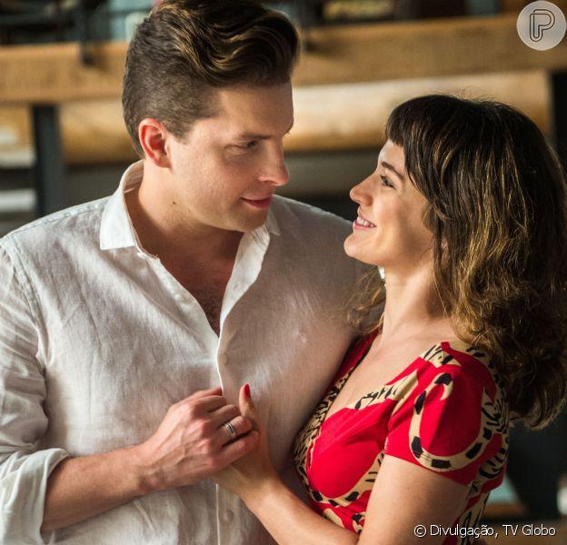 Clara (Bianca Bin) e Patrick (Thiago Fragoso) transam pela primeira vez no capítulo que vai ao ar dia 9 de maio de 2018 na novela 'O Outro Lado do Paraíso'