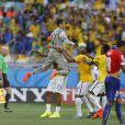 Júlio César comemora com demais jogadores a vitória da Seleção neste sábado, 28 de junho de 2014