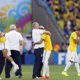 Felipão e Neymar se emocionam em jogo das oitavas de final da Seleção Brasileira neste sábado, 28 de junho de 2014