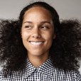 A cantora Alicia Keys iniciou o movimento de pele sem maquiagem e baniu de vez os produtos