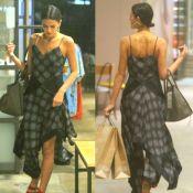 Vestido longo e rasteirinha: o look de Bruna Marquezine ao ir às compras no Rio