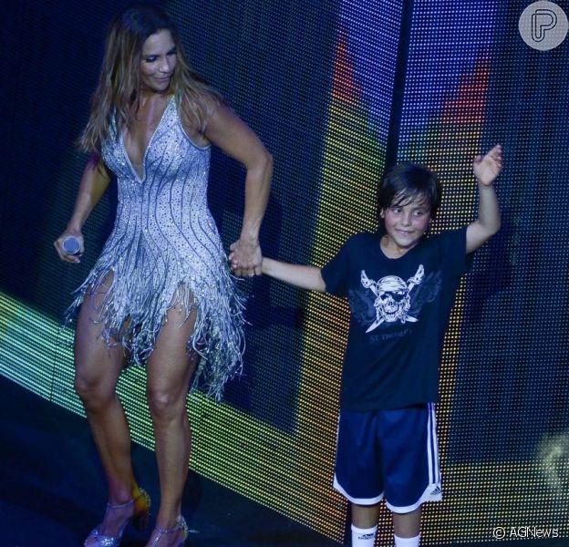 Ivete Sangalo elogia filho, Marcelo, ao vê-lo na bateria em video compartilhado nesta quinta-feira, dia 19 de abril de 2018