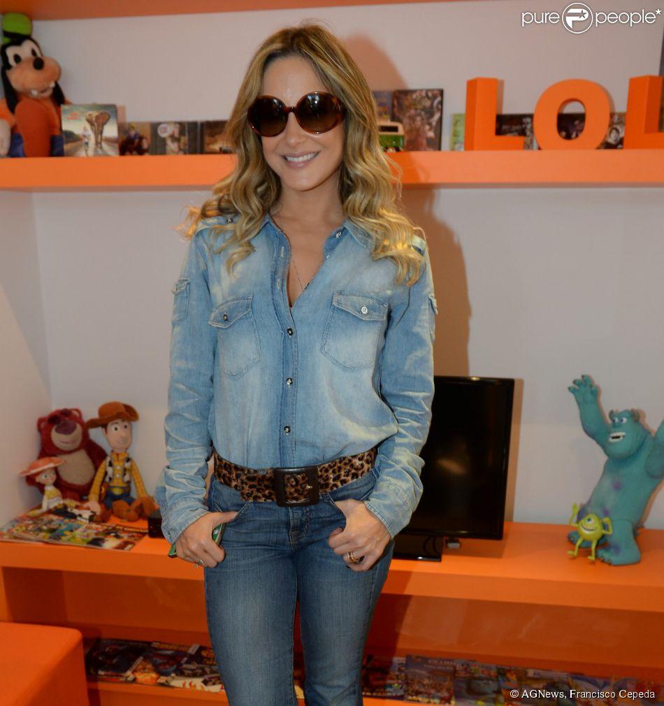 Claudia Leitte divulga o CD e DVD 'AxeMusic' na rádio Tang, em São Paulo, em 30 de junho de 2014