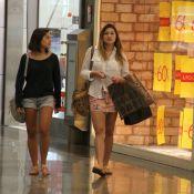 Sasha exibe pernas ao lado da amiga Luma Antunes em shopping do Rio
