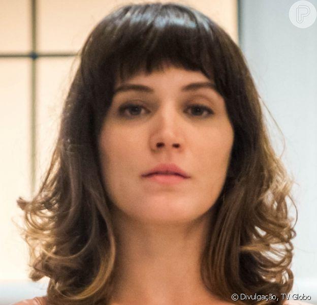 Clara (Bianca Bin) fica sem Gael (Sergio Guizé) e Patrick (Thiago Fragoso) em um dos desfechos do último capítulo da novela 'O Outro Lado do Paraíso'