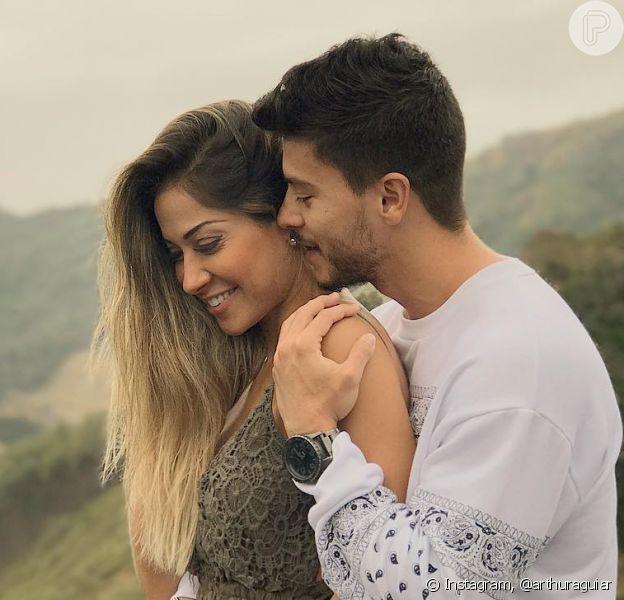 Mayra Cardi já exibe a barriguinha de 4 meses da gravidez com Arthur Aguiar