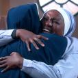 Fabiana (Karin Hils) se alegra ao descobrir que irá se tornar freira, no capítulo que vai ao ar quinta-feira, dia 3 de maio de 2018, na novela 'Carinha de Anjo'