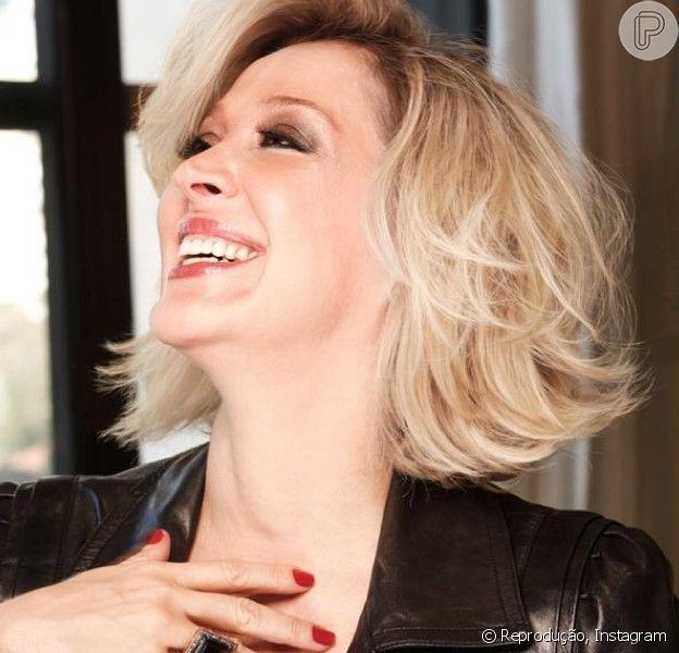 Claudia Raia está loiríssima. A atriz mudou o visual para atuar na próxima novela das sete, 'Alto Astral'