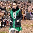 A Chanel exibiu modelos com moletom em toque sofisticado durante o Paris Fashion Weerk, em março deste ano