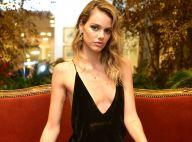 Laura Neiva aposta em decote profundo para evento de moda: 'Apaixonada por mim'