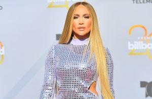 Vestido de lantejoulas e cabelão: o look de Jennifer Lopez no Billboard latino