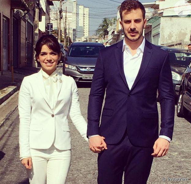Sabrina Petraglia apostou em um terninho para o casamento no civil com o engenheiro Ramón Velázquez, no domingo, 29 de abril de 2018