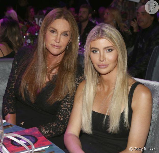 Caitlyn Jenner, de 68 anos está namorando a estudante transexual Sophia Hutchins, de 21, segundo o tabloide britânico 'Mirror'