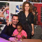 Leandra Leal e a filha, Julia, acompanham Ale Youssef em lançamento de livro