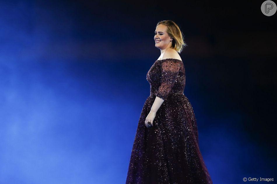 Adele comemorou os 30 anos com uma festa inspirada no filme 'Titanic' (1997). Veja abaixo!