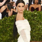 Kendall Jenner dispensa vestido e investe em jumpsuit all white no Met Gala