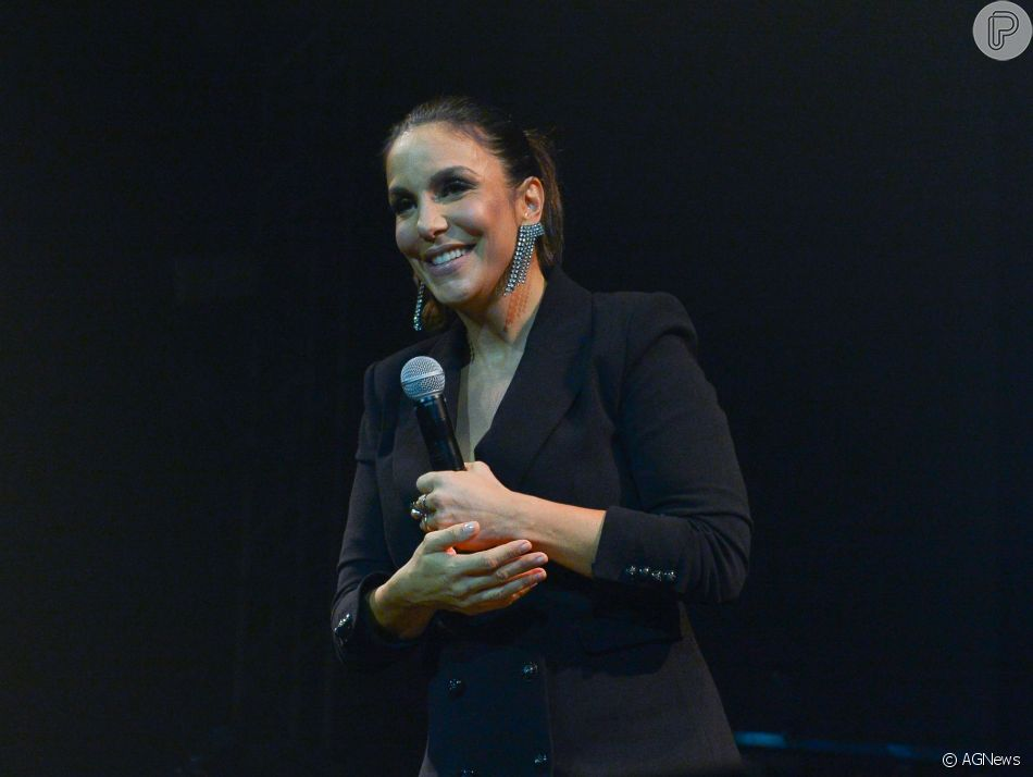 No 'Altas Horas', Ivete Sangalo explicou como o filho mais velho, Marcelo, escolheu o nome das irmãs, Marina e Helena