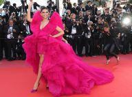 Cor marcante e volume plissado: o vestido da indiana Deepika Padukone em Cannes