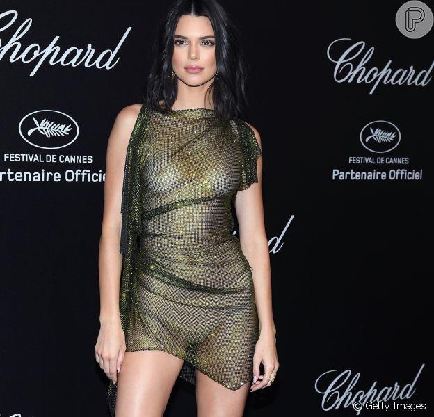 Kendall Jenner escolhe look revelador metálico em Cannes nesta sexta-feira, dia 11 de maio de 2018