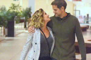 Giovanna Antonelli vai às compras e troca beijos com marido em passeio. Fotos!