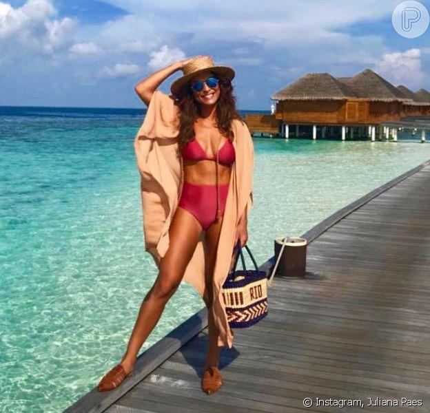 Juliana Paes combina cores neutras e vibrantes durante os dias de férias nas Maldivas, como conta stylist em entrevista ao Purepeople nesta quarta-feira, dia 16 de maio de 2018