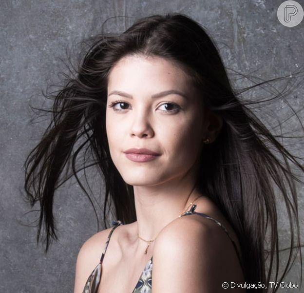 Vitória Strada foi pega de surpresa ao ser escolhida para substituir Isis Valverde na novela 'Espelho da Vida': 'Tive um mini-infarto'