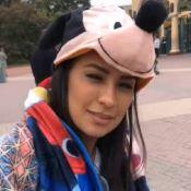 De chapéu do Mickey, cantora Simone curte férias com família na Disney de Paris