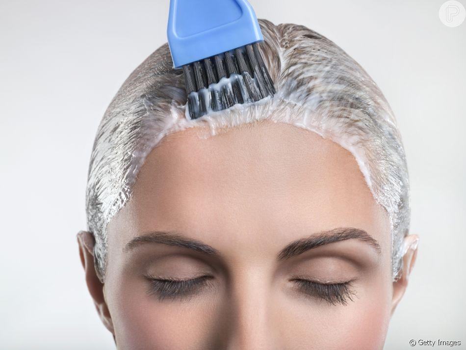 Tirar os resíduos do cabelo não é fácil, mas a esfoliação capilar pode te dar uma ajudinha! Aprenda a fazer o tratamento com a cabeleireira Lili Garcia!